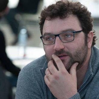 François, joué par Denis Ménochet