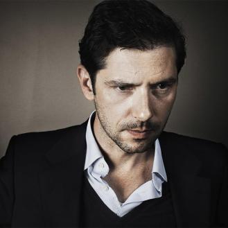 Alexandre, joué par Melvin Poupaud